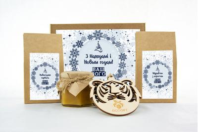 Новогодний набор с логотипом с клюквой, чаем и медом. Арт: te34_002
