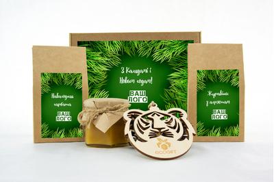 Набор с логотипом на Новый год с клюквой, чаем и медом. Арт: te34_003