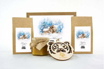 Корпоративный подарок на Новый год с клюквой, чаем и медом. Арт: te34_004