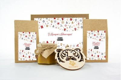 Подарок на Новый год с логотипом с клюквой, чаем и медом. Арт: te34_005