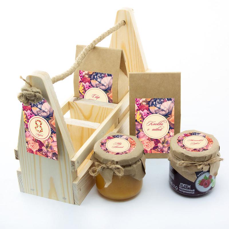 Набор «8 марта» с чаем, клюквой с айвой, медом и джемом