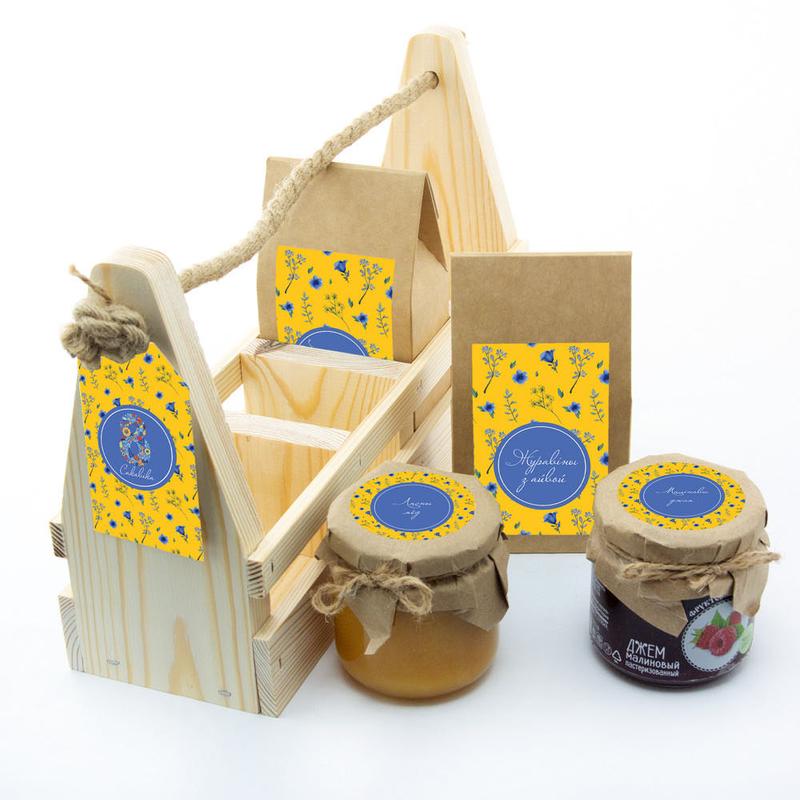 Набор «8 марта» с чаем, клюквой с айвой, медом и джемом te5038