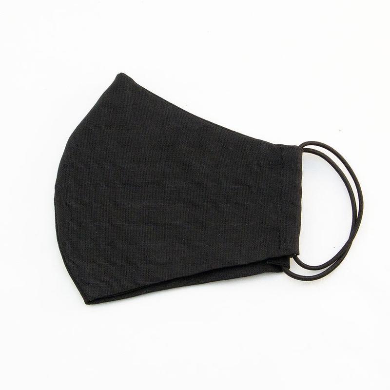 Черная защитная маска с вложенном виде
