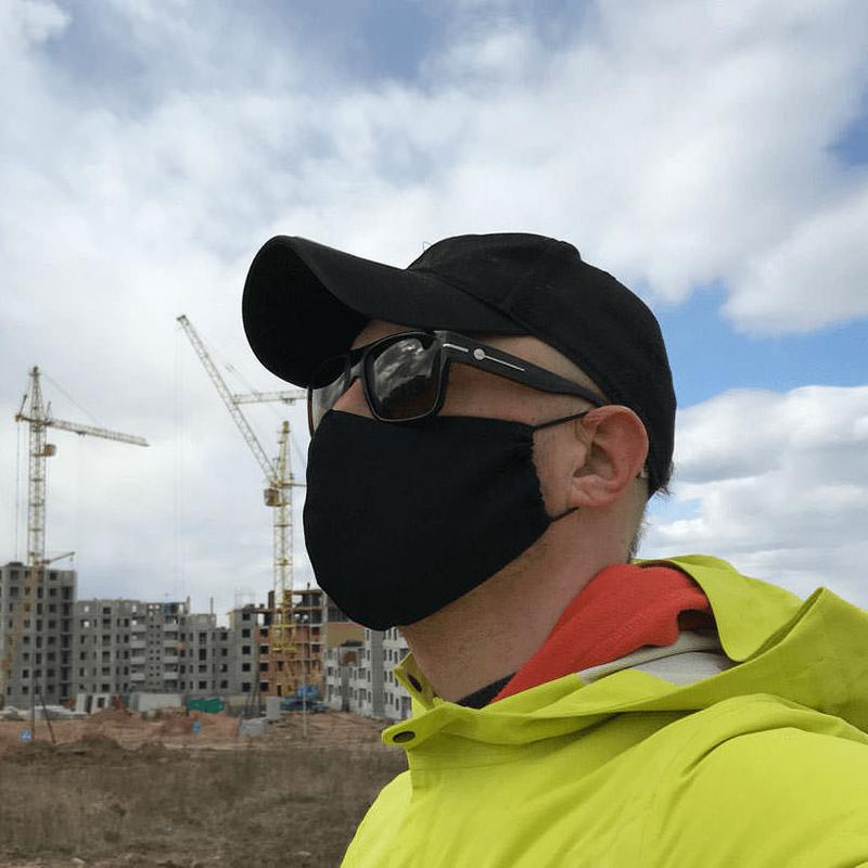 Внешний вид черной маски из хлопка